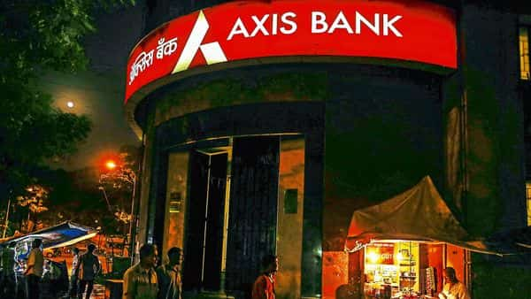 Axis Bank and Max have agreed to amend clauses that displeased the insurance regulator.bloomberg