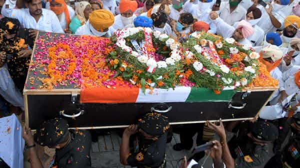 Indian army personnel carry the coffin of their colleague Rajwinder Singh, who lost his life in a ceasefire violation by the Pakistan Army on the Line of Control (LoC) in Jammu and Kashmir's Nowshera Sector, during the cremation ceremony at the Goindwal Sahib village, about 50 km from Amritsar on August 31, 2020. (Photo by NARINDER NANU / AFP) (AFP)