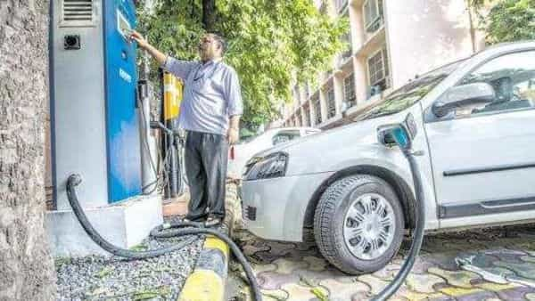 India wants its automobile industry to progressively shift to electric vehicles as part of its strategy to fulfil its climate change commitments. (Photo: Pradeep Gaur/Mint)