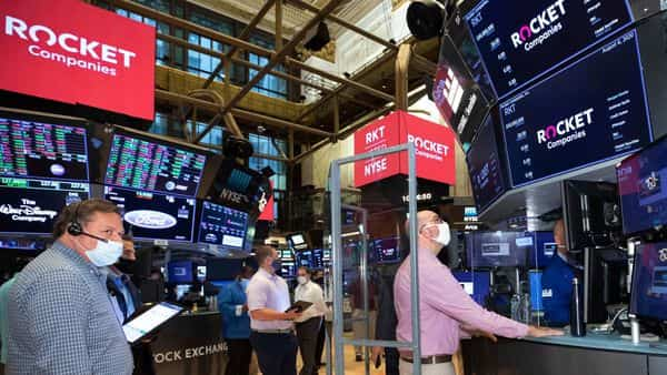 Bears took a victory lap as high-flying stocks such as Zoom Video Communications Inc., Tesla Inc. and Apple Inc. dragged the Nasdaq 100 lower. (AP)