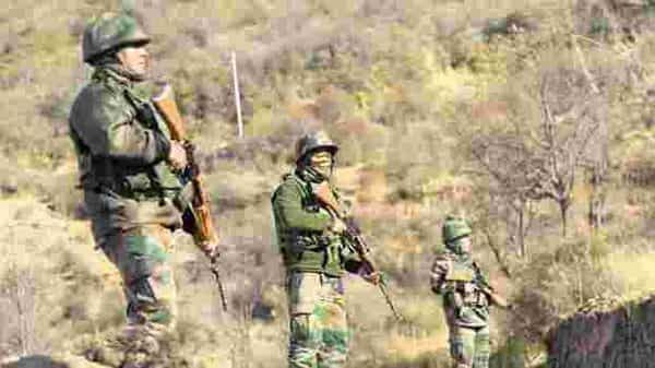 Army jawans take positions along LoC in Rajouri. (PTI)