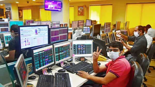 BSE Smallcap at 17-month high, investors queue up on ...