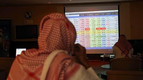 Saudi traders monitor stock information at the Saudi stock market in Riyadh, Saudi Arabia August 25, 2020. REUTERS/Ahmed Yosri (REUTERS)