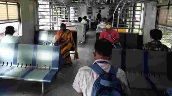 Mumbai local trains: 10% employees of private banks allowed to travel