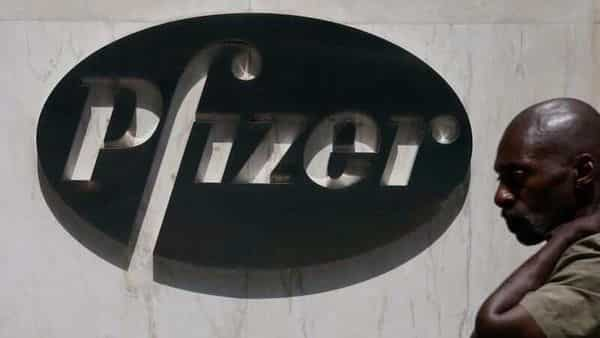 Trump suggests Pfizer could win US COVID-19 vaccine approval, J&J to come later