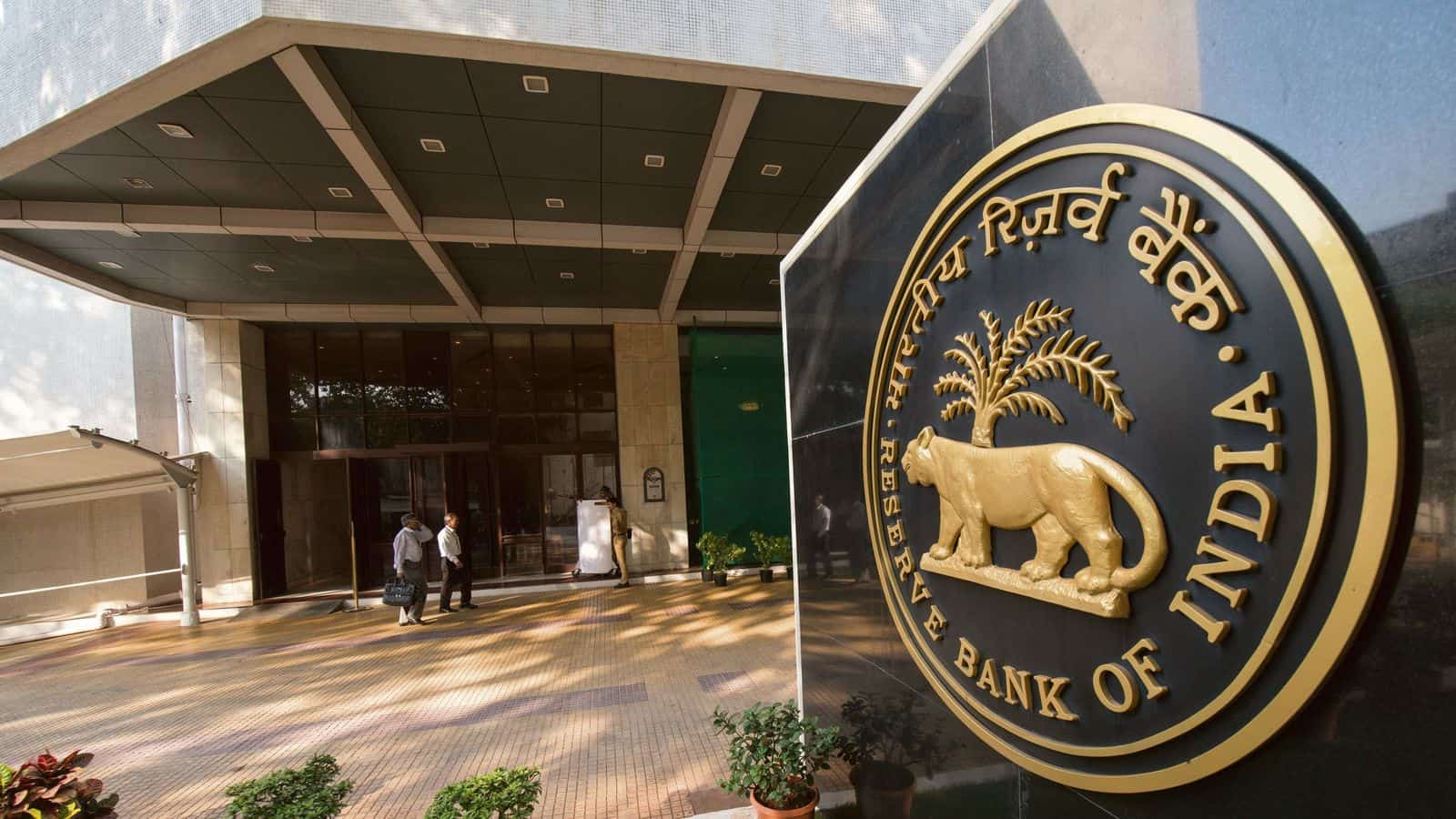 RBI extends enhanced borrowing limit for banks under MSF till 31 March