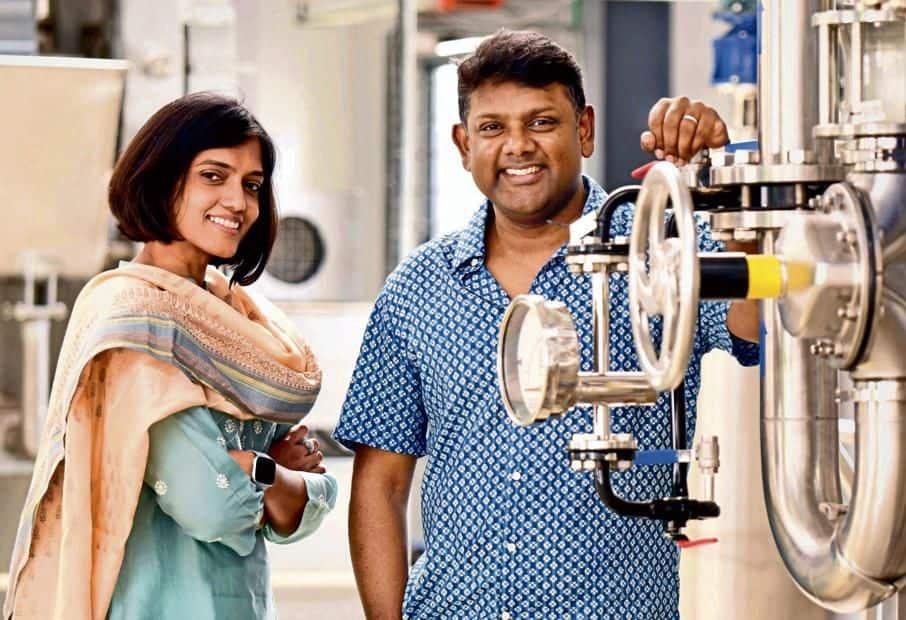 Biochemist Ezhil Subbian and her techie husband Vinod Kumar founded StringBio in 2012