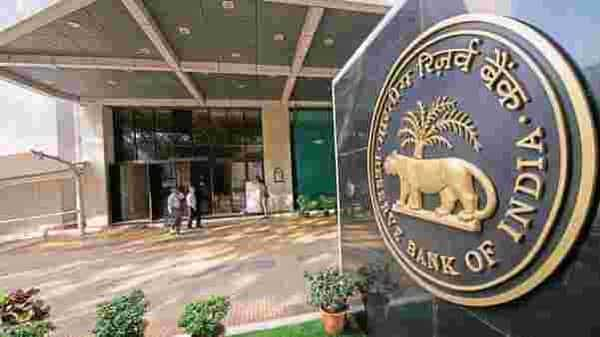 RBI also rapped the bond market for demanding a higher return on sovereign papers which led to the devolvement of recent government auctions (Aniruddha Chowdhury/Mint)