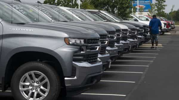 As consumers return to dealerships in the U.S., China and Europe, a full recovery from the sharp decline triggered by lockdowns (Bloomberg)
