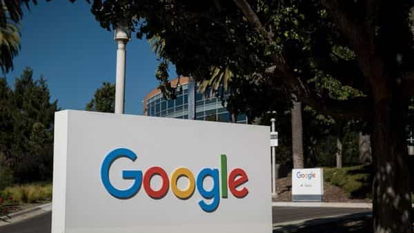 Google recently announced that it would soon start forcing every app on its Play Store to exclusively use its billing system (Bloomberg)