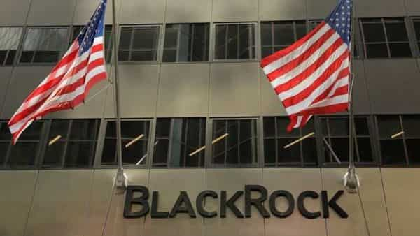 FILE PHOTO: A sign for BlackRock Inc hangs above their building in New York U.S., July 16, 2018. REUTERS/Lucas Jackson (REUTERS)