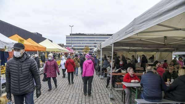 View of the Hakaniemi Sunday market, amid the coronavirus disease (COVID-19) outbreak in Helsinki, Finland November 1, 2020. Lehtikuva/Markku Ulander via REUTERS  ATTENTION EDITORS - THIS IMAGE WAS PROVIDED BY A THIRD PARTY. NO THIRD PARTY SALES. FINLAND OUT. (via REUTERS)