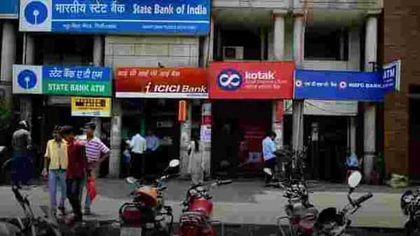 Latest bank FD rates offered by SBI, HDFC Bank, Axis Bank and Canara Bank. (Mint)