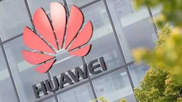Huawei briefly overtook Samsung as the world's biggest handset maker in the first half of this year, before shipments fell 23% to 51.7 million units in the third quarter (Photo: Reuters)