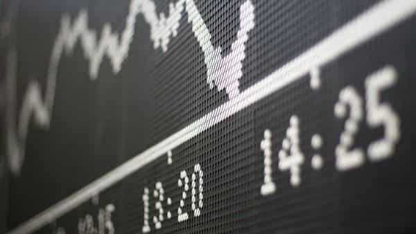 RIL, IT stocks helped Sensex settle 195 pts higher on Monday, Nifty closed above 12,900. (Photo: AFP)