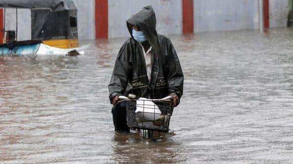 'Nivar' makes landfall; heavy rains in Chennai, Puducherry; flights, trains cancelled: Latest updates - Mint