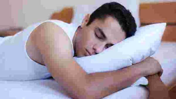 Avoid a heavy dinner to improve sleep. Photo: iStockphoto