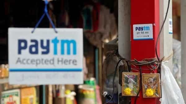 FILE PHOTO:  Advertisements of Paytm, a digital wallet company, are seen placed at stalls of roadside vegetable vendors in Mumbai, India, November 19, 2016. REUTERS/Shailesh Andrade/File photo (REUTERS)