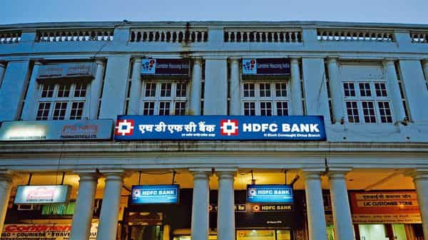 HDFC Bank cannot take on board any new credit card customers for now. (Mint)