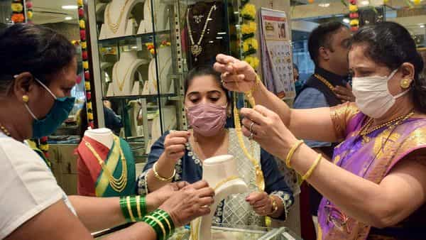 Gold prices on MCX ended the week at  ₹49,209 per 10 gram