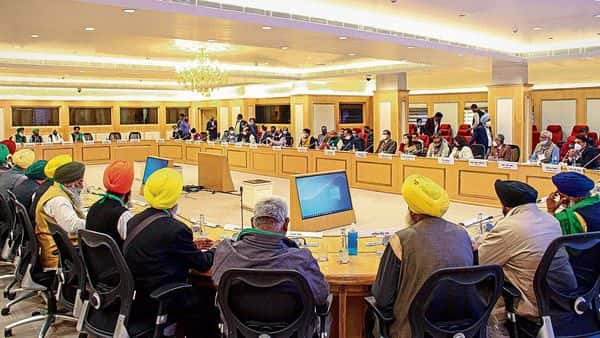 Farmer leaders threaten to walk out; Ministers convince them to continue talks