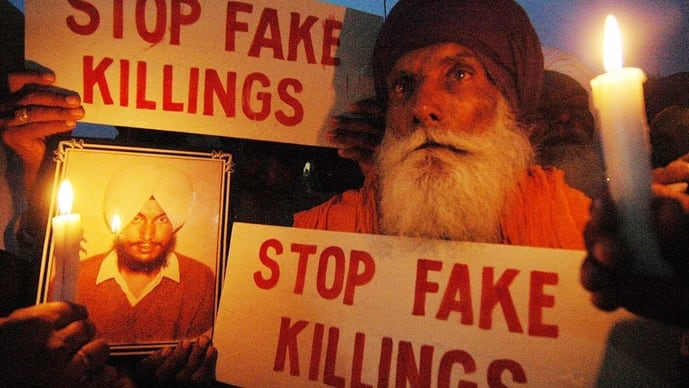 10 May 2007: Jagir Singh (68) holds a picture of his son Sukhpal Singh, who was allegedly killed in a fake encounter in 1994. (Photo: Getty Images)