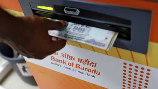 FILE PHOTO: A customer withdraws money from a Bank of Baroda automated teller machine (ATM) in Mumbai, India, May 3, 2016. REUTERS/Danish Siddiqui/File Photo (REUTERS)