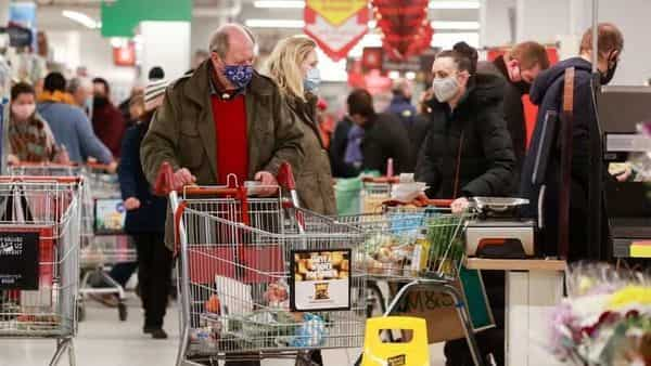 People shop at a Sainsbury's store, amid the coronavirus disease (COVID-19) outbreak, in London, Britain December 22, 2020. REUTERS/Hannah McKay (REUTERS)