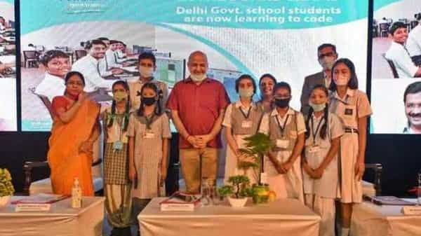 Delhi deputy chief minister Manish Sisodia with education department officials and students at the launch of HT Codeathon on October 8 (HT)