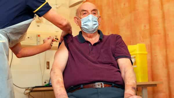Covid vaccine: Brian Pinker, 82, becomes first person to receive Oxford  vaccine in UK
