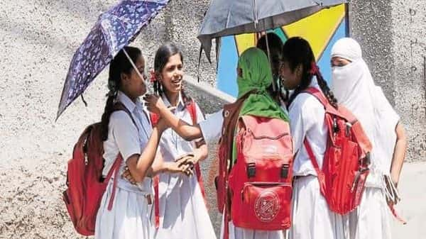 From no textbooks for pre-primary classes to single notebook for classes 1 and 2, frequent checks of school bags to ensure students do not carry heavy-weight, are among the recommendations made by the govt