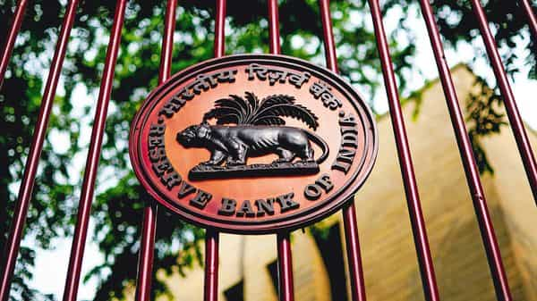 The RBI expects the GDP to contract by 7.5% for FY21. (Photo: Mint)