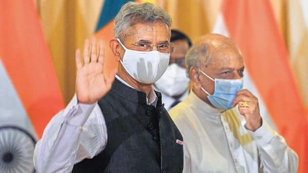 Foreign minister S. Jaishankar (left) with Lankan counterpart Dinesh Gunawardena. (Photo: AFP)