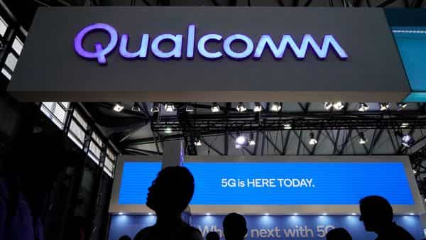FILE PHOTO: While laptop makers have traditionally turned to Intel for processors, Qualcomm has been supplying PC chips to firms such as Samsung and Microsoft (REUTERS)