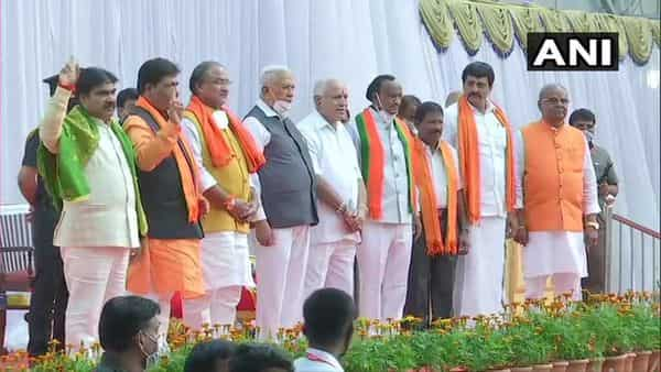 Karnataka CM BS Yediyurappa with the newly inducted ministers