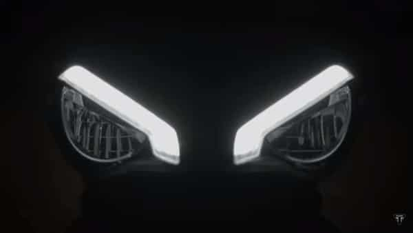 The Speed Triple 1200 RS will feature a twin headlight cluster which will come with separate DRLs for each pod