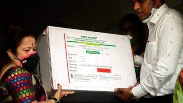 Mumbai mayor Kishori Pednekar poses before media holding a box containing the first batch of Covid-19 vaccine that arrived in Mumbai (AP)