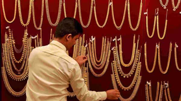 Gold rate today: On MCX, prices fell to  ₹49100 per 10 gram