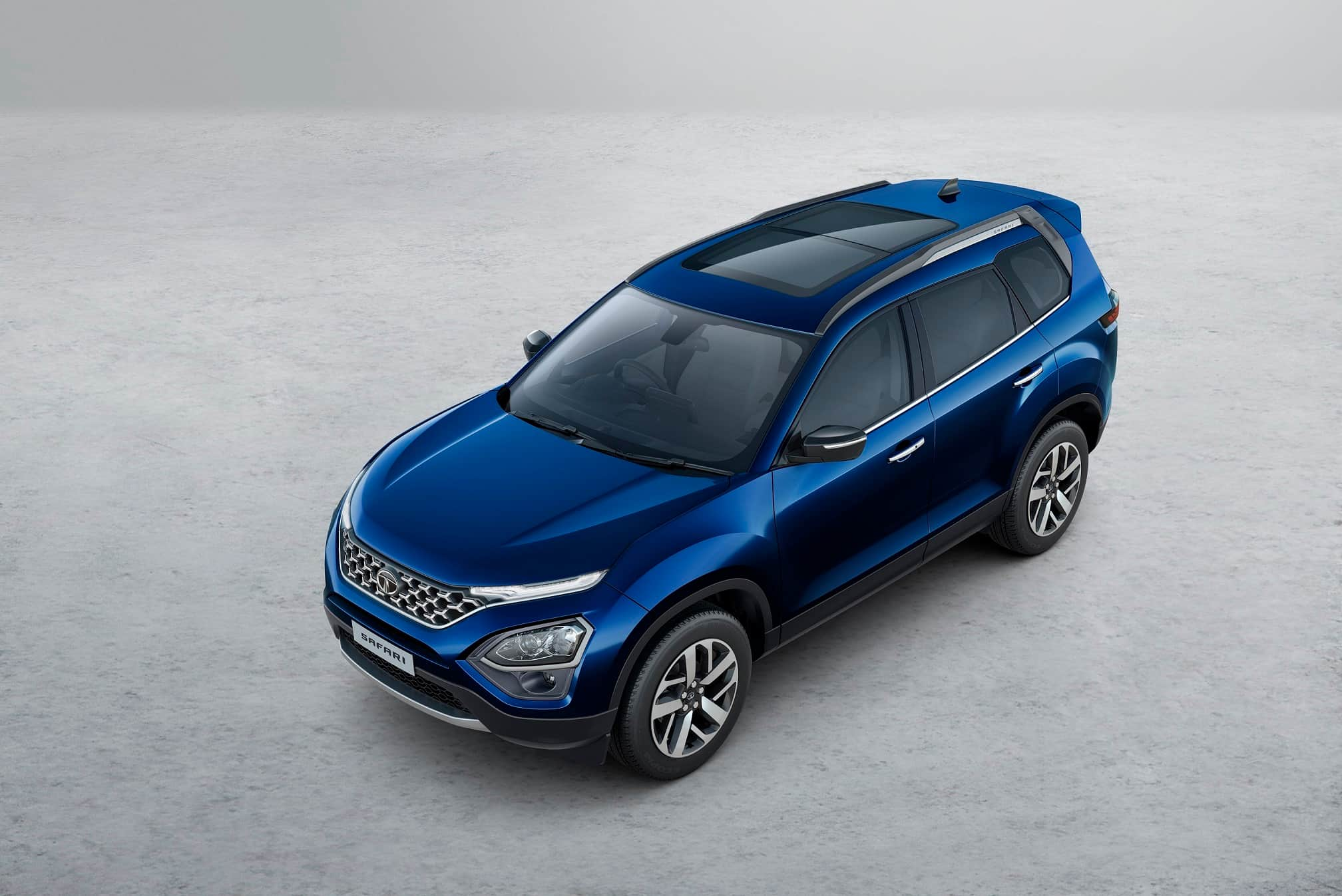 In terms of aesthetics, the SUV gets a butch stance typical of an SUV with flared wheel arches and the strong character lines. The SUV uses a relatively large grille which is accentuated due to the sleek DRLs. The LED projector headlamp cluster sits below the DRLs.