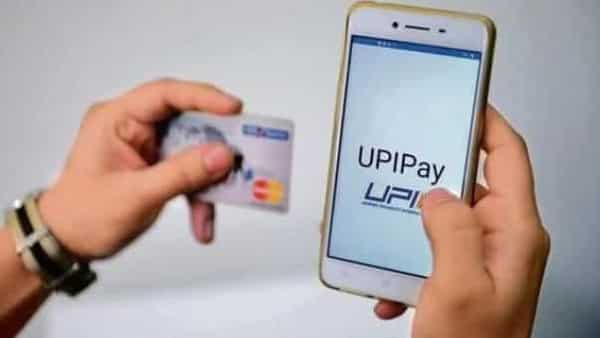 Mobile payment users are shifting away from e-wallets toward UPI (Pradeep Gaur/Mint)