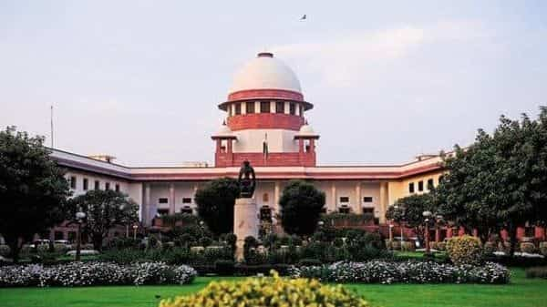 The apex court directed that unitholders should be repaid in proportion to their respective share in assets of the scheme (Photo: Mint)