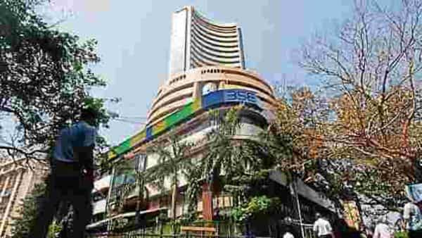 On Thursday, the BSE Sensex ended at 50,614.29, up 358.54 points or 0.71%. The Nifty closed at 14,895.65, up 105.70 points or 0.71%. (Photo: HT)