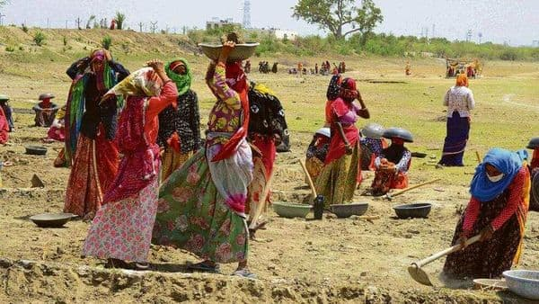 The panel suggested setting up a real-time database of migrants to track whether the MGNREGS benefits reach the needy (HT)