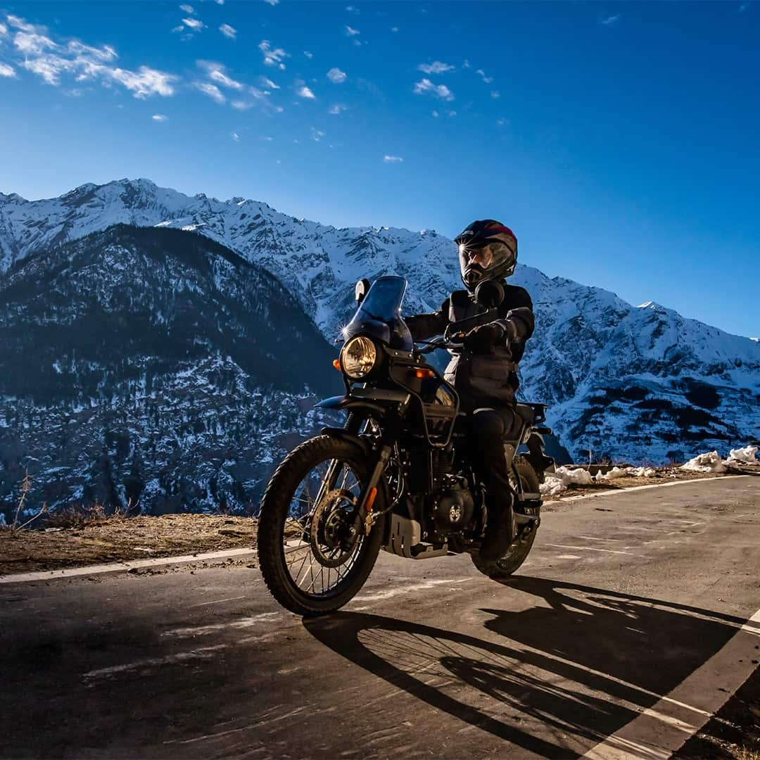 The bike comes with a 411cc single-cylinder engine. The engine churns 24.3 bhp of power at 6500 rpm. The bike produces 32Nm of peak torque in the range of 4000 to 4500 rpm. The engine is mated to a 5-speed gearbox