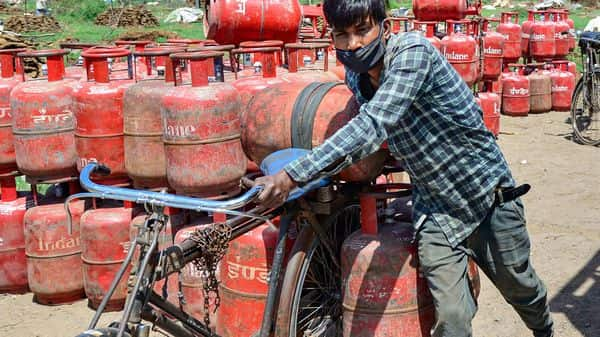 LPG cylinder prices hike in India: The oil marketing companies on Thursday revised rates after which price of the LPG gas cylinder was hiked.