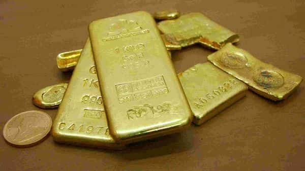 Gold bars are displayed. (REUTERS)