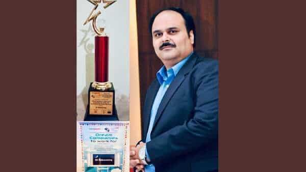 Mr Vikas Chadha, MD, GI Outsourcing, holding the Times Ascent World HRD Congress 'Dream company to work for' award. ( GI Outsourcing)