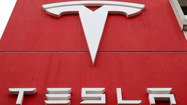 FILE PHOTO: FILE PHOTO: The logo of car manufacturer Tesla is seen at a branch office in Bern, Switzerland October 28, 2020. REUTERS/Arnd Wiegmann/File Photo/File Photo (REUTERS)