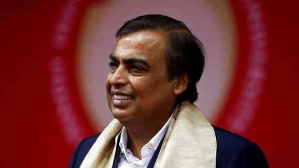 FILE PHOTO: Mukesh Ambani, Chairman and Managing Director of Reliance Industries, attends a convocation at the Pandit Deendayal Petroleum University in Gandhinagar, India, September 23, 2017. REUTERS/Amit Dave/File Photo (REUTERS)