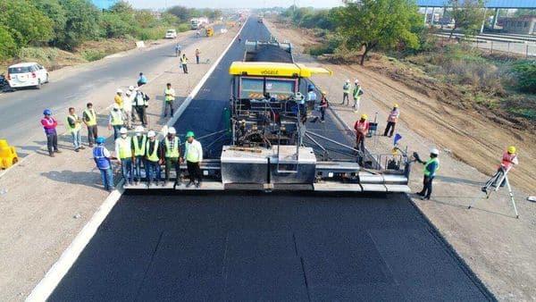 NHAI builds 25.54-km stretch of Solapur-Vijapur highway in 18 hours (Twitter/Nitin Gadkari)